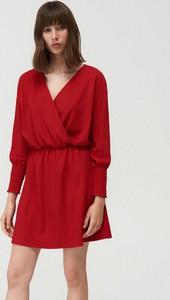 Czerwona sukienka Mohito mini w stylu casual z dekoltem w kształcie litery v
