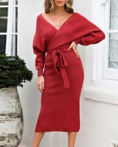 Sukienka Kendallme z dekoltem w kształcie litery v z odkrytymi ramionami