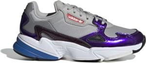 Buty sportowe Adidas ze skóry z płaską podeszwą w sportowym stylu