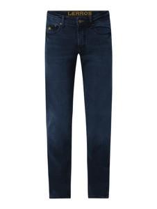 Granatowe jeansy Lerros w street stylu