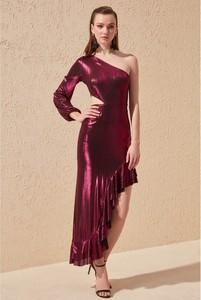 Sukienka Trendyol z długim rękawem z dekoltem w kształcie litery v asymetryczna