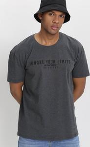 T-shirt born2be z bawełny