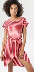 Czerwona sukienka born2be z krótkim rękawem z okrągłym dekoltem w stylu casual