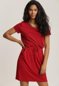 Czerwona sukienka Renee z okrągłym dekoltem w stylu casual