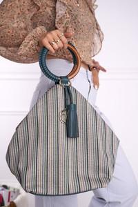 Zielona torebka NOBO w wakacyjnym stylu