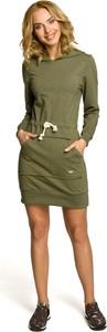 Zielona sukienka MOE z golfem sportowa