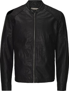 Czarna kurtka Jack & Jones w młodzieżowym stylu