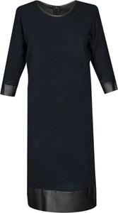 Granatowa sukienka Fokus midi w stylu casual