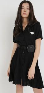 Czarna sukienka born2be z krótkim rękawem w stylu casual