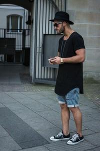 Czarny t-shirt Ivet.pl z krótkim rękawem