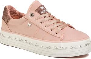 Różowe buty sportowe Wrangler sznurowane ze skóry ekologicznej