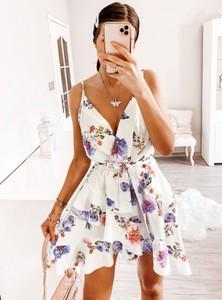 Sukienka Pakuten mini na ramiączkach z dekoltem w kształcie litery v