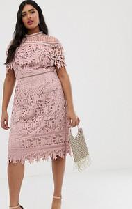 Sukienka Chi Chi London Plus ołówkowa z krótkim rękawem
