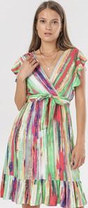 Sukienka born2be trapezowa z dekoltem w kształcie litery v mini