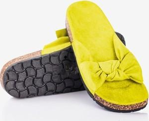 Zielone klapki Royalfashion.pl w stylu casual
