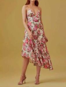 Sukienka Latika w stylu casual midi z dekoltem w kształcie litery v
