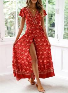 Czerwona sukienka Sandbella z dekoltem w kształcie litery v z krótkim rękawem maxi
