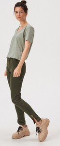 Zielony t-shirt Sinsay z krótkim rękawem z okrągłym dekoltem w stylu casual