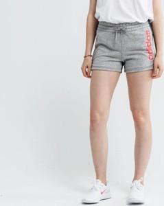 Szorty Adidas w sportowym stylu