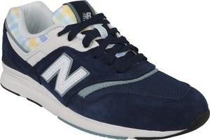 Granatowe buty sportowe New Balance sznurowane w młodzieżowym stylu