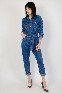 Granatowy kombinezon Olika z jeansu z długimi nogawkami