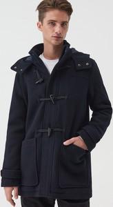 Granatowy płaszcz męski Sinsay w młodzieżowym stylu