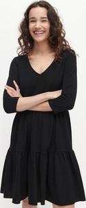 Sukienka Reserved w stylu casual z długim rękawem z dekoltem w kształcie litery v