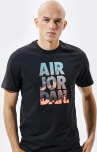 Czarny t-shirt Nike z nadrukiem z krótkim rękawem w młodzieżowym stylu