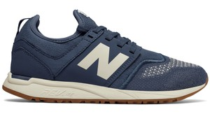 Granatowe buty New Balance w sportowym stylu