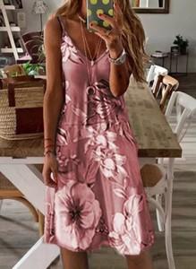 Różowa sukienka Cikelly z dekoltem w kształcie litery v na ramiączkach maxi