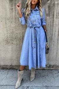 Niebieska sukienka IVET z długim rękawem koszulowa midi