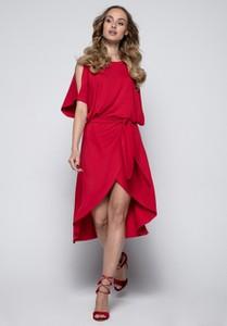 Czerwona sukienka Fimfi z dzianiny asymetryczna z okrągłym dekoltem