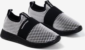 Czarne buty sportowe Royalfashion.pl z płaską podeszwą