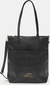 Czarna torebka Sinsay w wakacyjnym stylu matowa duża
