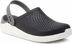 Czarne klapki Crocs w stylu casual