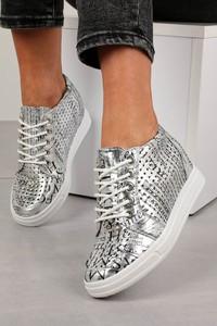 Srebrne buty sportowe Jezzi sznurowane