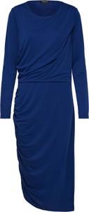Niebieska sukienka Selected Femme z długim rękawem dopasowana z okrągłym dekoltem