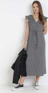 Czarna sukienka born2be z krótkim rękawem