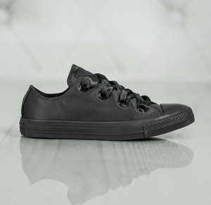 Czarne trampki dziecięce Converse z płaską podeszwą sznurowane w street stylu