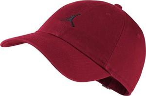 Czerwona czapka Nike