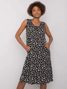 Czarna sukienka Netmoda.pl trapezowa na ramiączkach