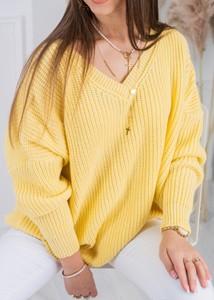 Żółty sweter Fason