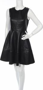 Czarna sukienka Only z okrągłym dekoltem mini ze skóry