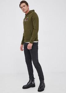 Zielona bluza Tommy Hilfiger w młodzieżowym stylu