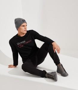 Czarny t-shirt Diverse z długim rękawem w młodzieżowym stylu