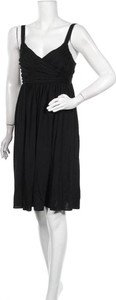 Czarna sukienka Saba mini z dekoltem w kształcie litery v