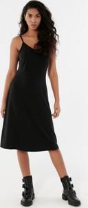 Sukienka Outhorn na ramiączkach