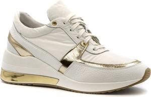Sneakersy Neścior z płaską podeszwą