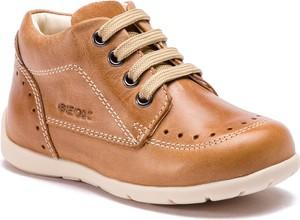 Brązowe buty dziecięce zimowe Geox sznurowane