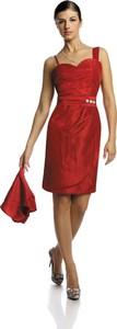 Czerwona sukienka Fokus z dekoltem w kształcie litery v asymetryczna bez rękawów